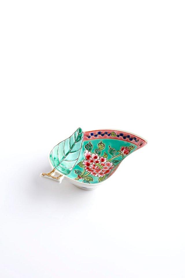 花柄のプラナカン風の<br>葉型デザート皿/Peranakan Leaf Shaped Dessert Plate with Floral Motif